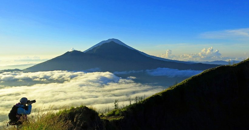 Восхождение на гору Батур в Бали, Индонезия