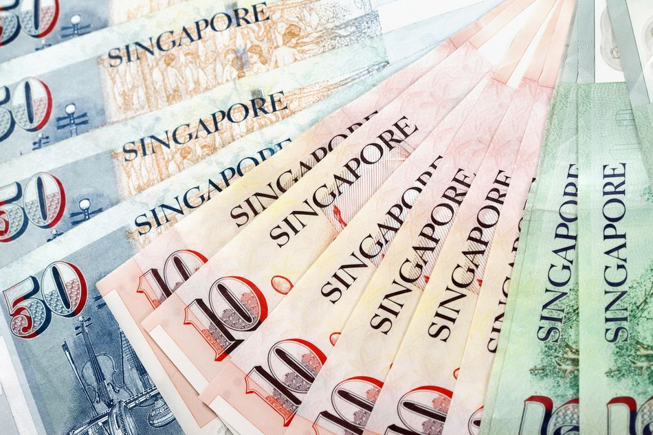 How to Change and Use Money in Singapore