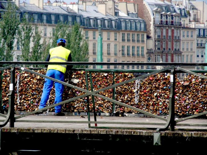 "De ce Parisul Famous ""Lovelocks"" fiind eliminate de City Bridges?"