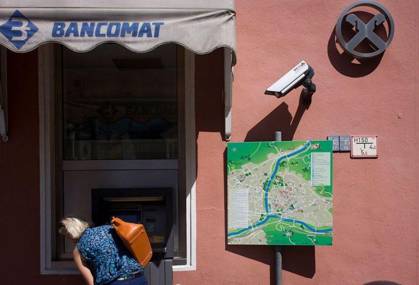 Pomocí bankomatů v Itálii - Jak eur na svou italskou dovolenou