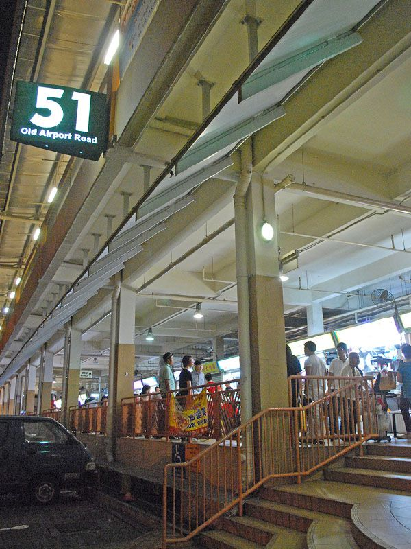 Comer en el Bloque 51 Old Airport Road Food Centre de Singapur