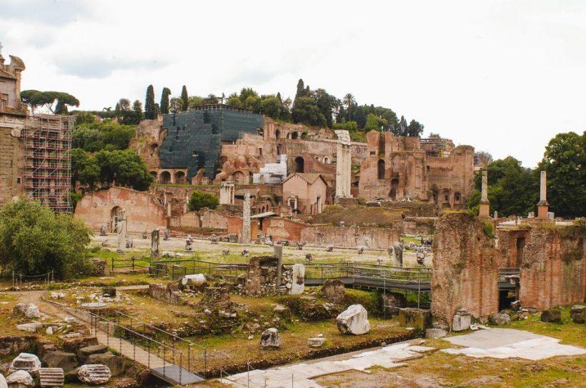 Apmeklējums forumam Romā - vēsture Romas forumu un kā lai to aplūkotu