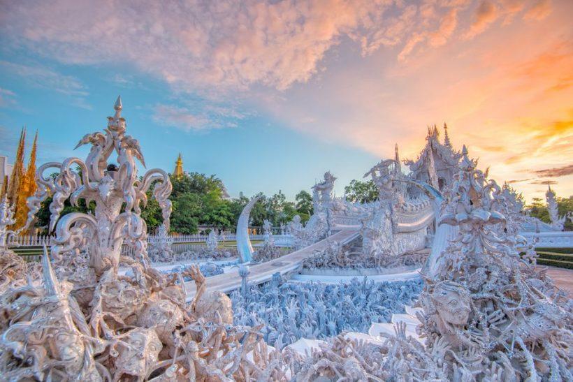 O templo branco em Chiang Rai, Tailândia