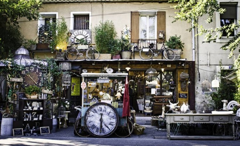 Francouzský starožitné kapitál L'Isle-sur-la-Sorgue v Provence