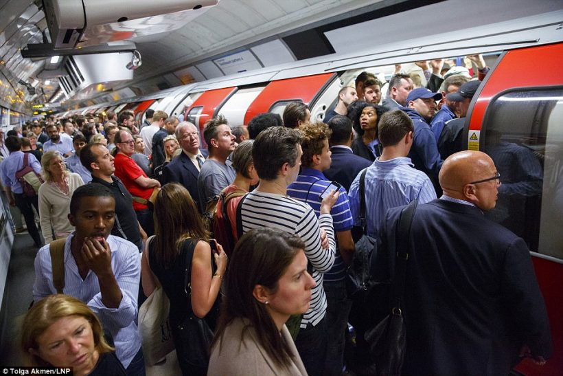Unngå Peak Times på Tube i London