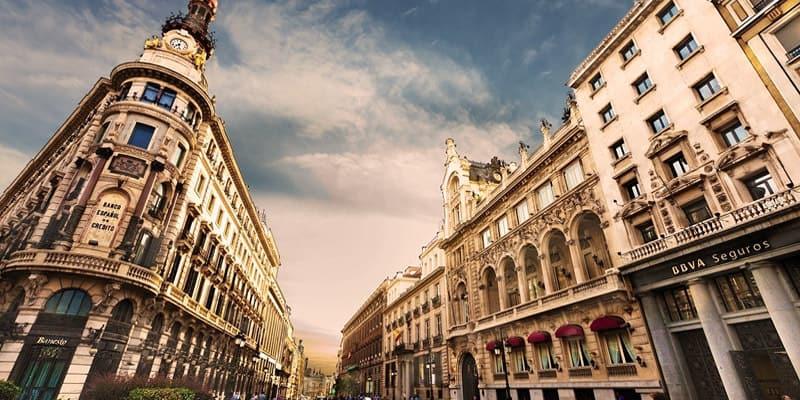 Februar i Spania: Været, hva du skal pakke, og hva du skal se
