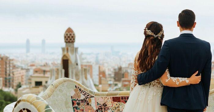 Romanttinen häämatka Barcelonassa Espanjassa
