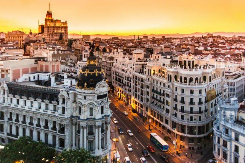 İspanya'da Ekim: Hava, paketi ne ve ne görmek için