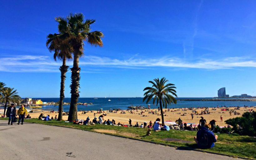 Vejret i Barcelona: Klima, årstider, og den gennemsnitlige månedlige temperatur
