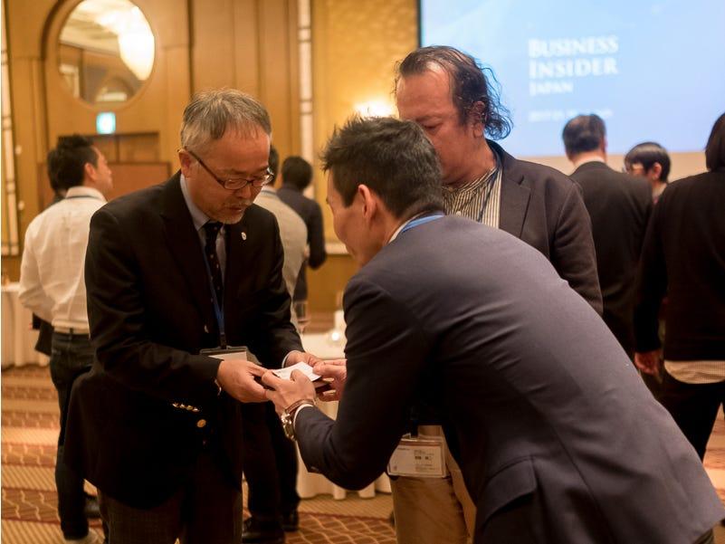Ιαπωνική εθιμοτυπία για τη λήψη επαγγελματικές κάρτες