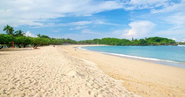 Pantai Менгиат Бич